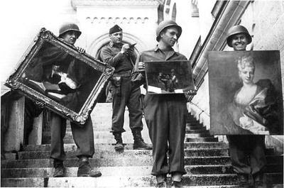 MFAA_Officer_James_Rorimer_supervises_U.S._soldiers_recovering_looted_paintings_from_Neuschwanstein_Castle.jpg
